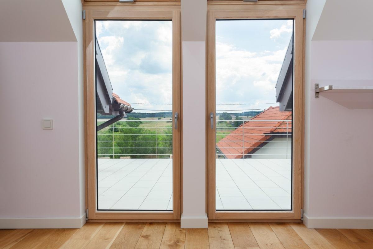 nieuwe ramen plaatsen uit hout
